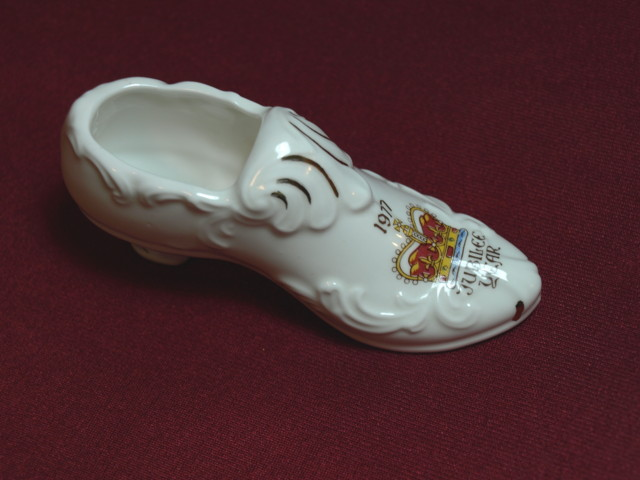 porcelain shoe 1977